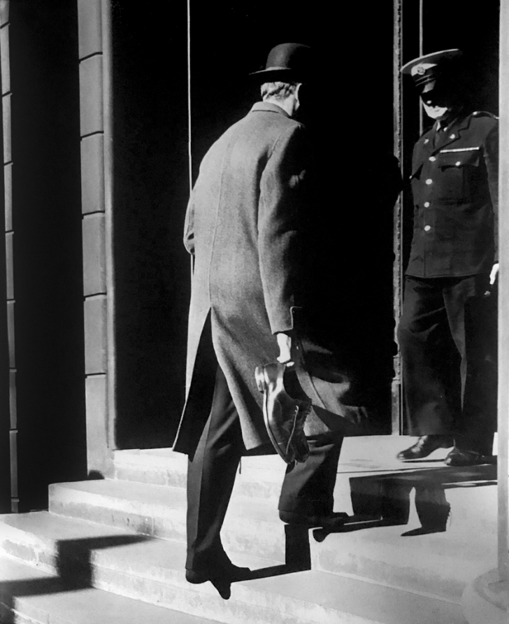 Photographer: Jose de Almeida Araújo © All rights reserved. Why would a distinguished looking gentleman enter the Bank of England with his shoes in his hand? Could it be to offer them a collateral for a loan?